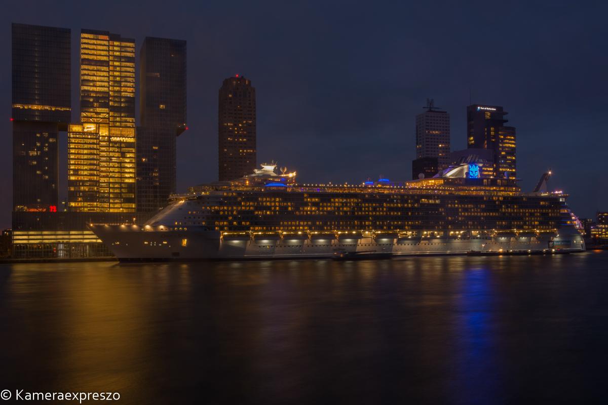 rob wander fotografie nachtfotografie Oasis of the Seas cruiseterminal de Rotterdam Koolhaas wilhelminapier